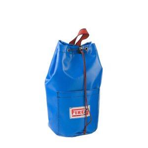 Das Bild zeigt eine blaue Einbohr Werkzeugtasche aus PVC in einem weißem Quadrat. Die Tasche liegt in Bildmitte, hat einen schwarzen Verschluss und das HErstellerlogo links unten auf der Tasche.