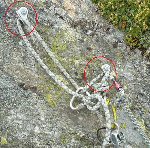 Das Bild zeigt den Standplatz einer Abseilpiste mit gefährlich angebrachtem Seilstück.