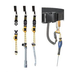 DAs Bild zeigt Anwendungsbeispiele für das Beal Air Leash System. Auf einem weißem Quadrat sind mehrere Werkzeuge zu sehen an denen die Werkzeug Sicherungsschlaufe montiert ist.
