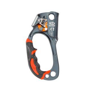 Das Bild zeigt die Climbing Technology Quick Up Steigklemme für die linke Hand von der Innenseite. Man sieht in Bildmitte die graue Steigklemme mit dem Klemmechanismus oben und dem Gummigriff links unten.