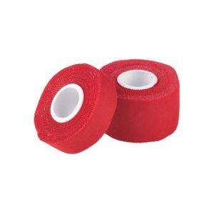 Das Bild zeigt zwei Rollen Klettertape rot Austrialpin in einem weißem Quadrat. Eine schmale Rolle Fingertape steht leicht schräg an eine große liegende Rolle angelehnt.