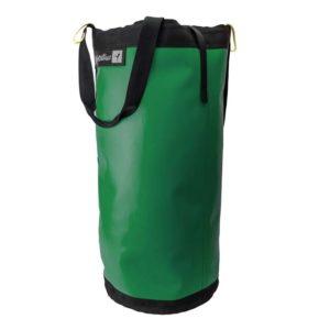 Das Bild zeigt den grünen Metolius El Cap Haulbag von der Seite in einem weißem Quadrat. Man sieht die Daisy Chain Schlaufen, die schwarze Deckeltasche sowie teilweise einen der Trageriemen.