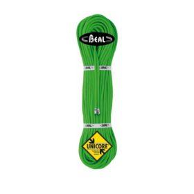 """Das Bild zeigt einen Strang eines grünen Kletterseil von Beal. Der Seilstrang ist aufrecht gerichtet und man sieht ihn direkt von vorne. Man erkennt die Wicklungen des Stranges, das schwarze Hersteller Label im oberen Bereich mit dem Beal Logo, sowie die zwei Verpackungsschlaufen in der Mitte und das gelbe """"Unicore"""" Label im unteren Bereich."""