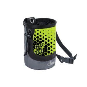 Das Bild zeigt das Beal Chalkbag groß in grün. Es ist in Bildmitte zu sehen, man erkennt das Produkt mit dem Logo, gepunkteten Vorderseite und dem Hüftband.
