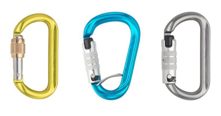 Das Bild zeigt drei Karabiner Empfehlungen für das Beal Birdie. Von links nach rechts sind zu sehen: ein gelber, ovaler Schraubkarabiner, ein blauer Drehkarabiner mit Positionierungshilfe sowie ein silberner, ovaler Twist Lock Karabiner.