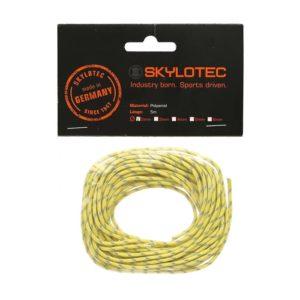Das Bild zeigt eine Skylotec Reepschnur Cord 2.0. Die gelbe Schnur ist einem durchsichtigen Säckchen mit schwarzem Label aus Karton zu sehen.