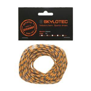 Das Bild zeigt eine Skylotec Reepschnur Cord 3.0. Die orange-blaue Schnur ist einem durchsichtigen Säckchen mit schwarzem Label aus Karton zu sehen.