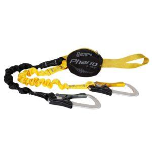 Das Bild zeigt das Singing Rock Phario Palm Klettersteigset. Es liegt einfach gewunden in Bildmitte. Man erkennt alle Produktdetails wie die gelbe Anseilschlaufe, den schwarzen Bandfalldämpfer, den gelben bzw. schwarzen Fangarm und die Klettersteigkarabiner.