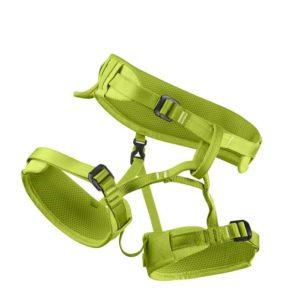 Das Bild zeigt den Edelrid Finn Kinderklettergurt. Der hellgrüne Klettergurt ist in Bildmitte schräg liegend zu sehen. Man erkennt alle Produktdetails wie die verstellbare Hüftschlaufe, die Beinschlaufen mit den jeweiligen Schnallen sowie den Anseilring.