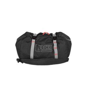 Das Bild zeigt den LACD Seilsack. Der schwarze Rope Bag liegt waagrecht in Bildmitte. Man erkennt die Schulterriemen und die grauen Kompressionsstreifen.