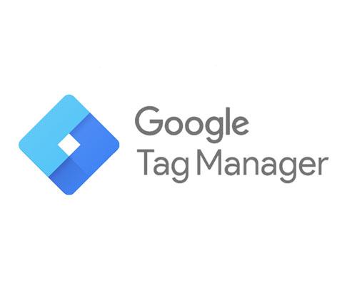 """Das Bild zeigt das Logo des Google Tag Managers. Die sich verschränkenden Blauen """"L"""" symbolisieren das Zusammenwirken von Website und Tracking Codes des Tools."""