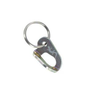 Das Bild zeigt einen goldenen Schlüsselanhänger Bohrhakenlasche auf einem weißem Quadrat. Man siegt die Mini Bohrhakenlasche und den fixierten Schlüssel Ring.