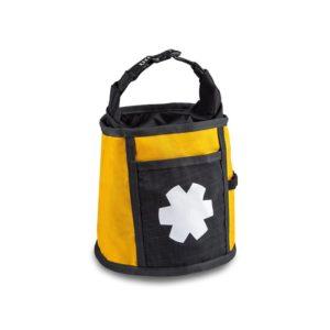 Das Bild zeigt das Ocun Boulder Bag in der Farbe gelb. Das Boulder Chalkbag steht aufrecht in Bildmitte vor weißem Hintergrund. Man erkennt die Produktdetails wie den Tragriemen, das Logo in weiß auf einem schwarzem Rechteck sowie die kleine Außentasche.