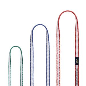 Das Bild zeigt die drei Salewa Dyneema Sling Modelle. Auf einem weißem Quadrat sind dabei die Schlaufenenden der Salewa Bandschlingen jeweils in Bögen und den Farben grün, blau und rot zu sehen. Sie stehen vom unteren Bildrand nebeneinander nach oben.