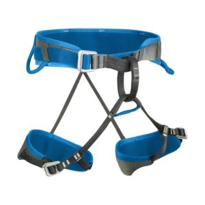Das Bild zeigt den Salewa Xplorer Klettergurt auf einem weißem Quadrat. Der blaue Gurt ist ausgebreitet in Bildmitte zu sehen. Er steht waagrecht und man erkennt alle Produktdetails wie die Hüftschlaufen, Materialschlaufen, Anseilschlaufe und die verstellbaren Beinschlaufen.