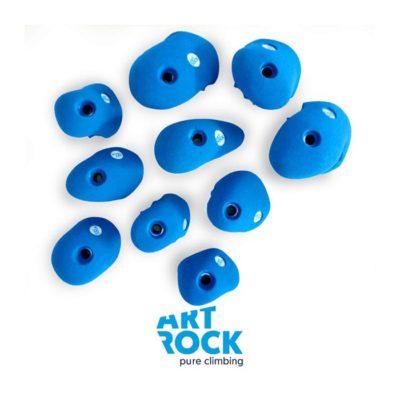 Das Bild zeigt ein Set blaue Art Rock Klettergriffe. Sie liegen verteilt auf einem weißem Quadrat, unterhalb klein das Art Rock Logo.