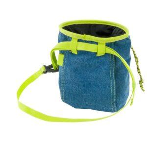 Das Bild zeigt das Blue J Chalkbag von hinten. Man erkennt den Magnesiumbeutel, das gelbe Gurtband und den Kordel Verschluss.