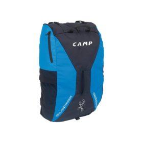 Das Bild zeigt den Camp Roxback Kletterrucksack. Der Climbing Bag steht aufrecht in Bildmitte, man sieht seine Vorderseite und erkennt das blau-schwarze Design, den zentralen Tragegriff sowie die Seitentasche und die Netztasche außen.