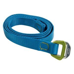 Das Bild zeigt den blauen Climbing Technology Belt auf einem weißem Quadrat. Der Chalkbag Gürtel ist eingerollt mit der Schnalle rechts.