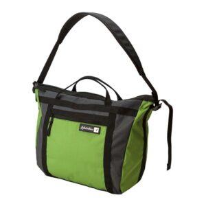 Das Bild zeigt die Metolius Gym Bag Bouldertasche. Der grüne Gym Bag ist auf einem weißem Quadrat zu sehen, man erkennt den ganzen Bag, die Front Tasche, dieTrageriemen, den Schultergürtel und das kleine Metolius Logo.