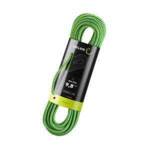 Das Bild zeigt das Edelrid Boa Gym Hallenseil. Der verpackte, grüne Seilstrang ist schräg in Bildmitte zu sehen. Um die Mitte das schwarze Verpackungslabel.