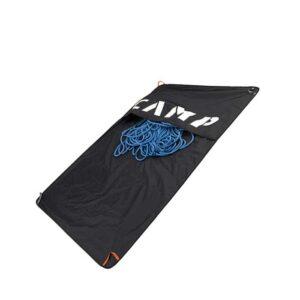 Das Bild zeigt eine schwarze Camp Rocky Carpet Seilplane mit einem blauen Seil auf einem weißem Quadrat.