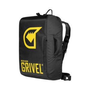Das Bild zeigt den schwarz-gelben Grivel Rocker 45 Kletterrucksack in geschlossenem Zustand.