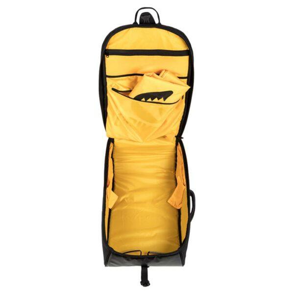 Das Bild zeigt den schwarz-gelben Grivel Rocker 45 Kletterrucksack in geöffnetem Zustand.