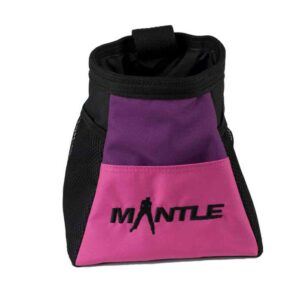 Das Bild zeigt das pinke Modell der Boulderbags MAntle von der Seite. Man erkennt die Produktdetails sowie das schwarze Logo.