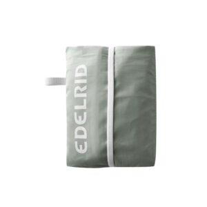 Das Bild zeigt die graue Hülle des Edelrid Tillit Seilsack mit dem weißem Edelrid Schriftzug.