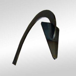 Das Bild zeigt eine dunkle Stahlspitze eines Werkzeuges zum Felsen putzen.