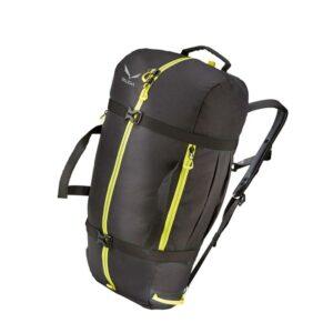 Das Bild zeigt den schwarzen Salewa Ropebag XL auf einem weißem Quadrat. Man erkennt das Produkt sehr gut, seine gelben Reißverschlüsse, die Trageriemen und zwei Kompressionsriemen.