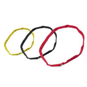 Das Bild zeigt drei Kong Aro Bull Schwerlastschlinge - Baum Klettern Bandschlinge Modelle in den Farben gelb, schwarz und rot.