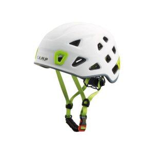 Das Bild zeigt den weißen Camp Storm Kletterhelm von der Seite. Man erkennt alle Produktdetails wie Helmschale, Kinnriemen und Verstellrad.